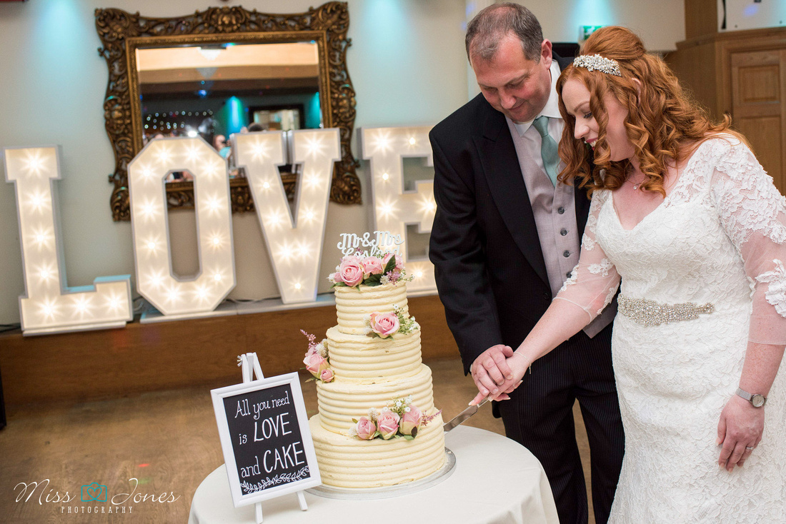 wedding couple cutting their cake at the Stanwick Hotel